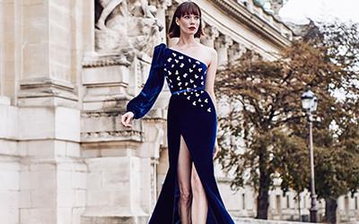 5 роскошных синих вечерних платьев дизайнера Raquel Balencia