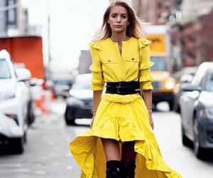 Уличная мода: девушки в желтых платьях