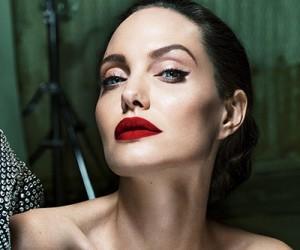 Angelina Jolie на страницах журнала Vanity Fair