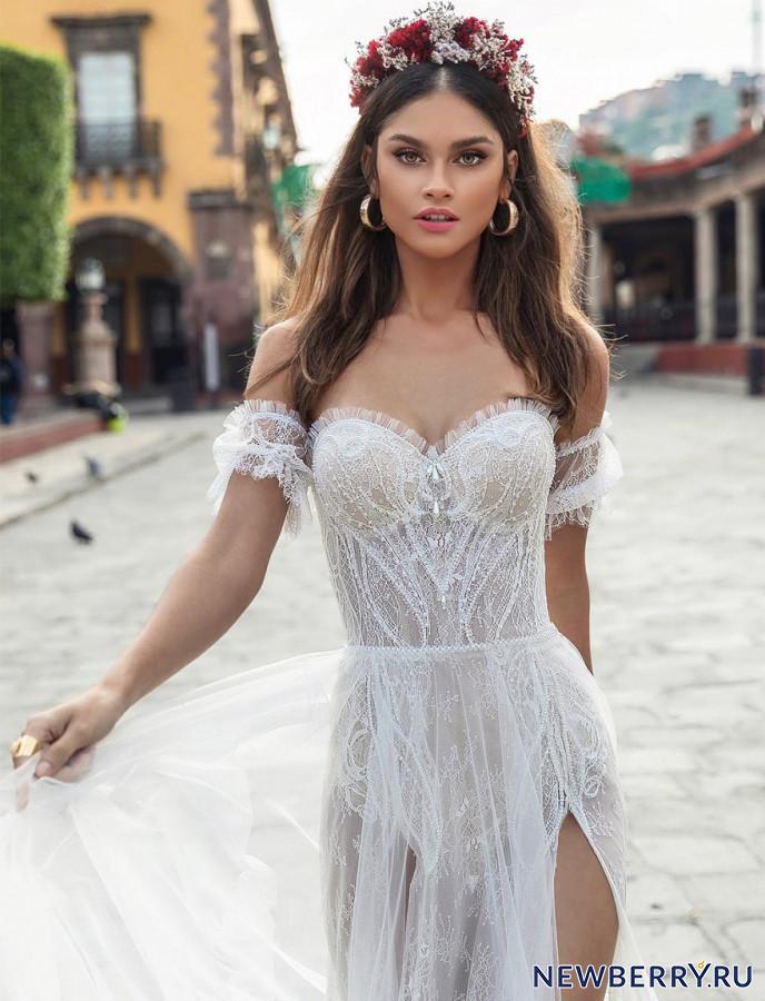 3ed432a99426a01 Каждое платье завораживает отделкой, изящными кружевами, вышивками из  сверкающих кристаллов и бисера. Волнительно обнажены спинки, очаровывают  глубокие ...