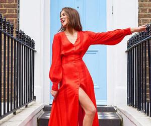 Уличная мода: девушки в красных платьях