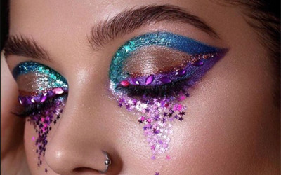 Тренды в макияже глаз в 2021 году: омбре, блёстки, мокрые тени