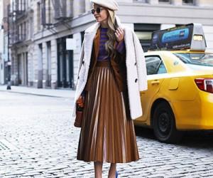 Уличная мода: девушки в юбках плиссе