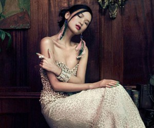 Вечерняя элегантность на страницах Harper's Bazaar Vietnam