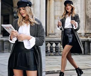 Уличная мода: девушки в чёрных кожаных юбках