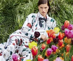 Julia Van Os на страницах журнала Harper's Bazaar US