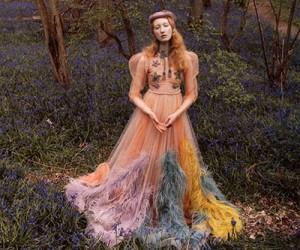 Платье с вышивками и перьями от Gucci