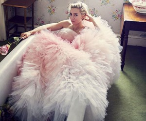Vanessa Kirby для журнала Harper's Bazaar UK