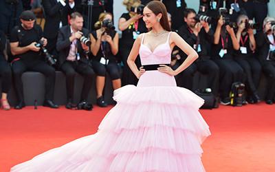 Лучшие вечерние платья гостей Венецианского кинофестиваля 2019