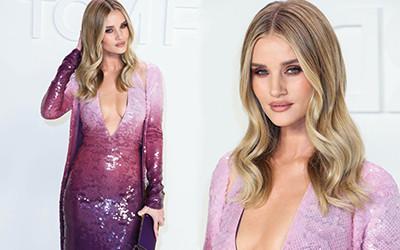 Rosie Huntington-Whiteley в пурпурном платье на модном показе Tom Ford