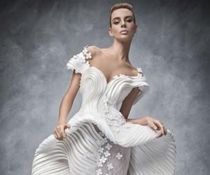 """Коллаборация дизайнеров со Swarovski на выставке """"Sparkling Couture"""""""