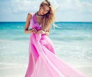 Stella Maxwell на страницах Elle Russia